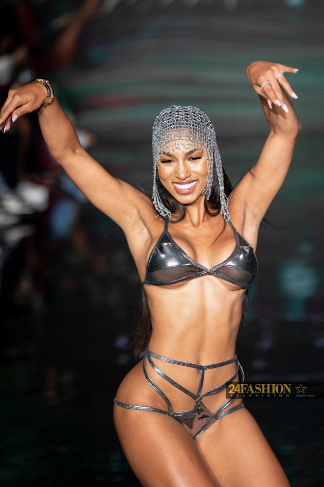 24Fashion TV GSaints Swimwear Art Hearts Fashion 24Fashion TV Miami Swim Week Natalie SvorsIMG 1746 1629753756 jpg