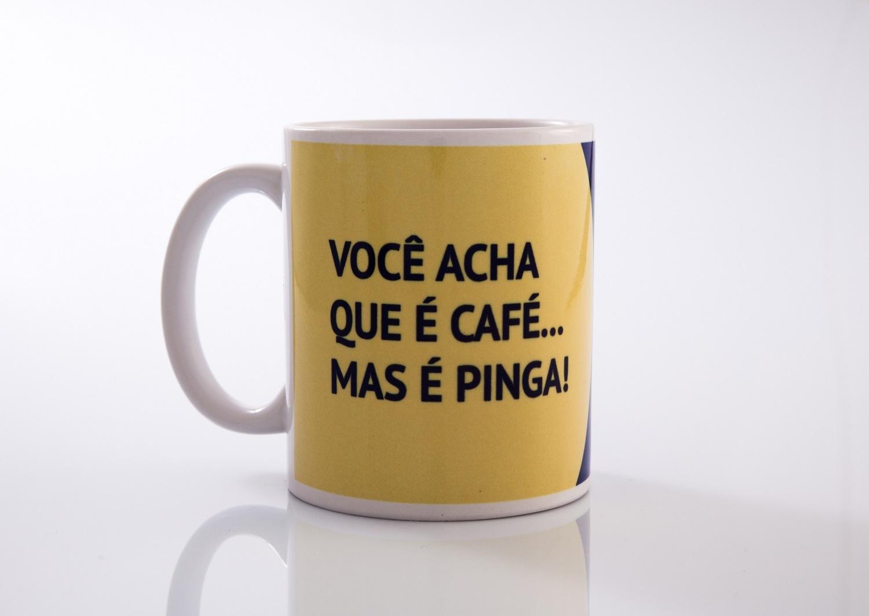 Caneca Você acha que é Café, mas é Pinga - AlamparinA