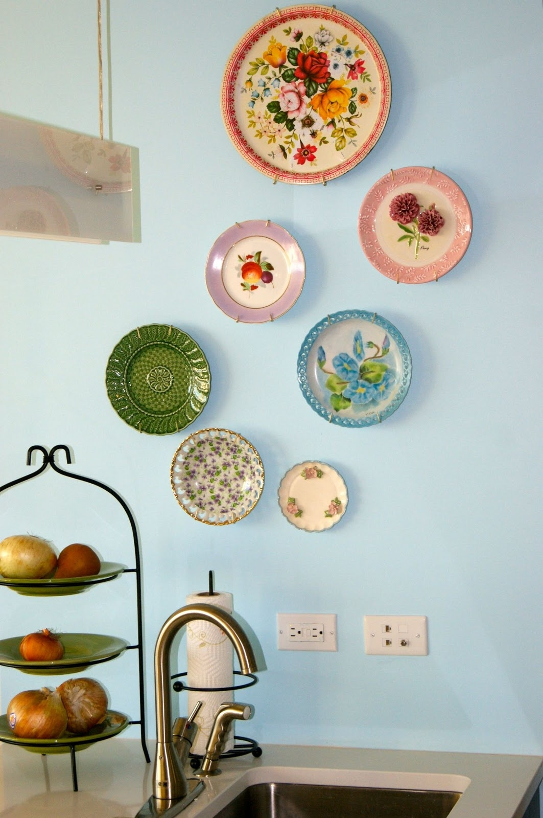 Decorating Kitchen Walls With Plates
