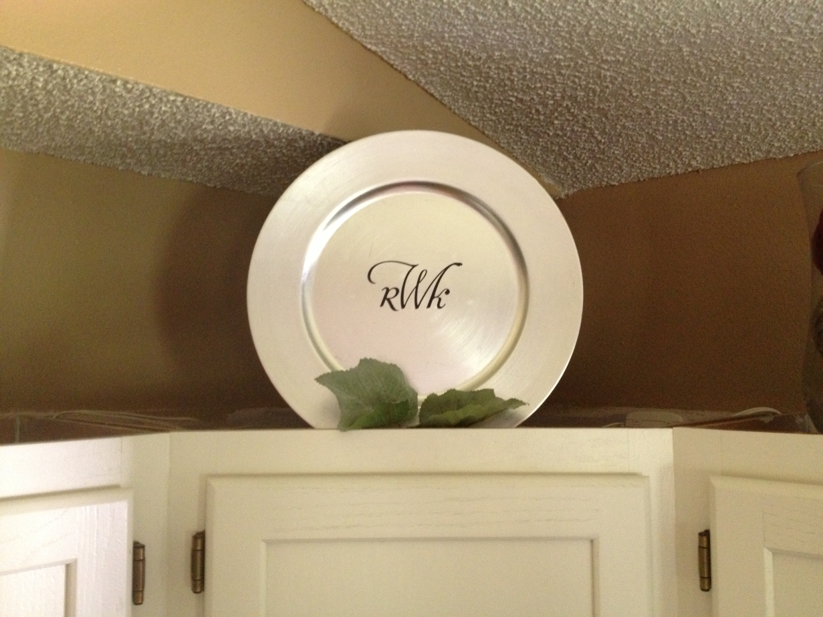 Decorative Plates For Above Kitchen Cabinets
