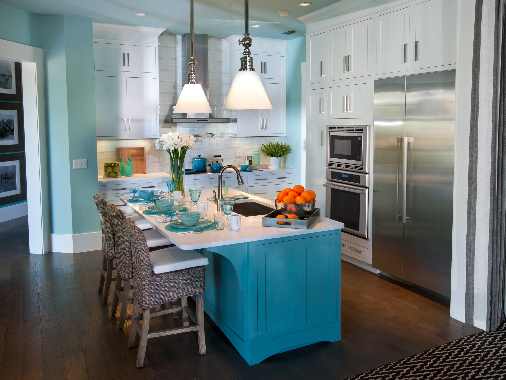 Blue And White Kitchen Wall Decor