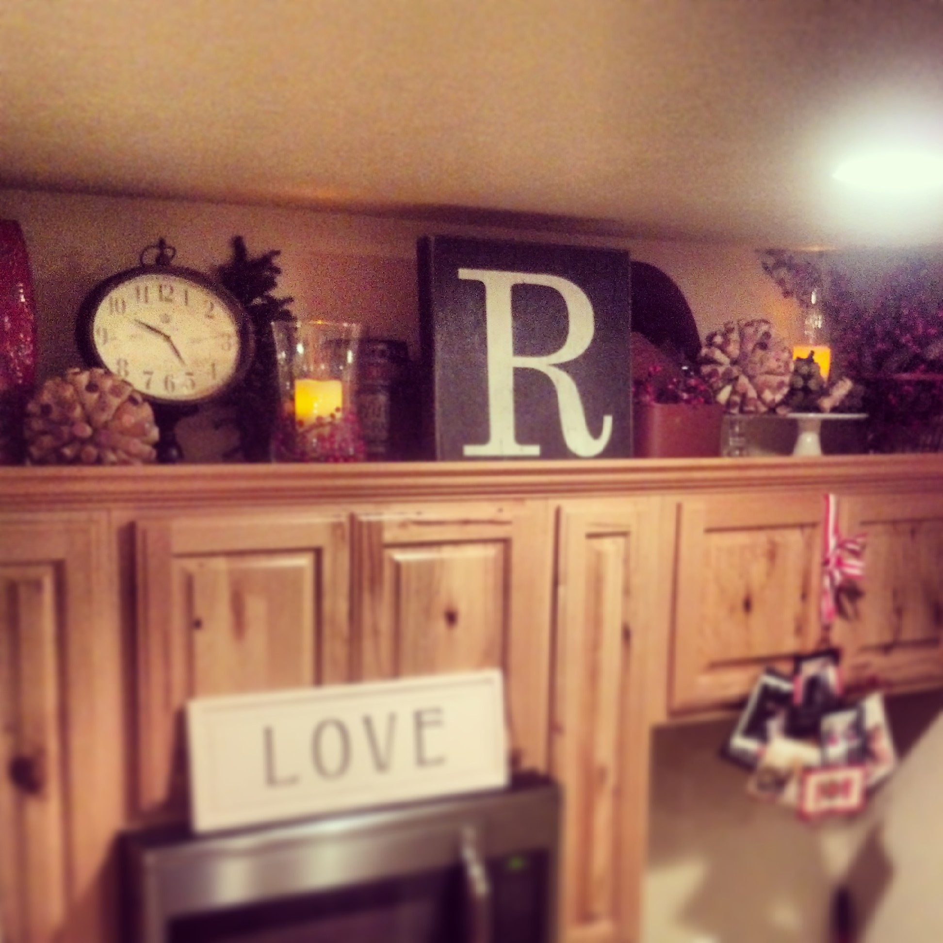Country Decorating Above Kitchen Cabinets