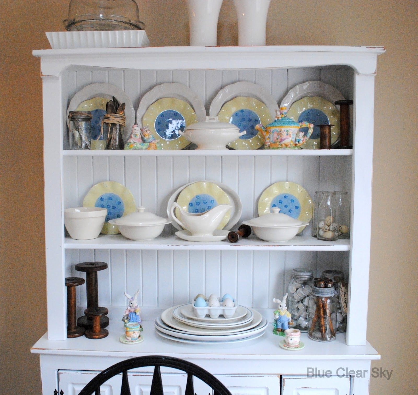 Decorating A Kitchen Hutch