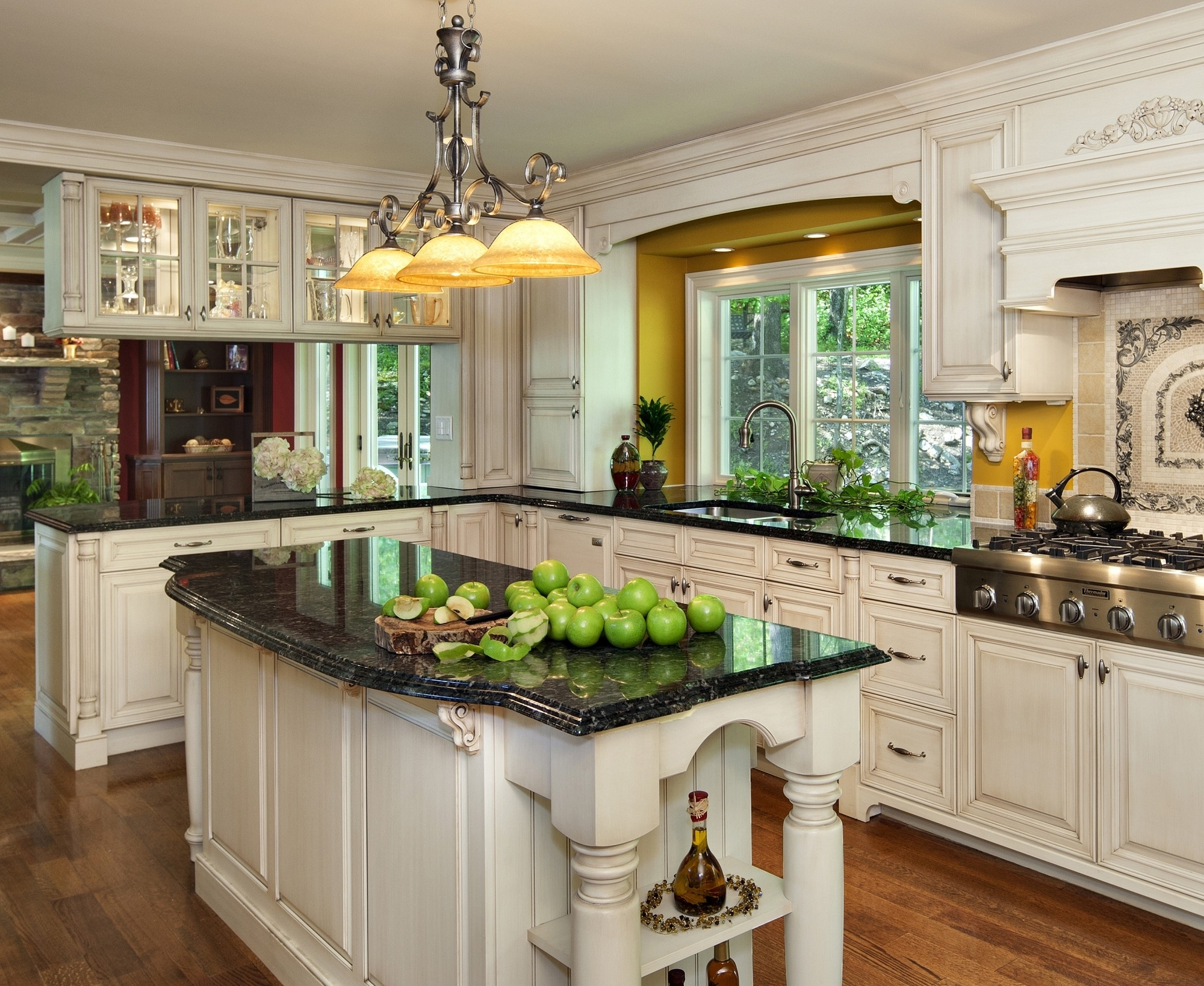 Decorating A Kitchen With Green Countertops