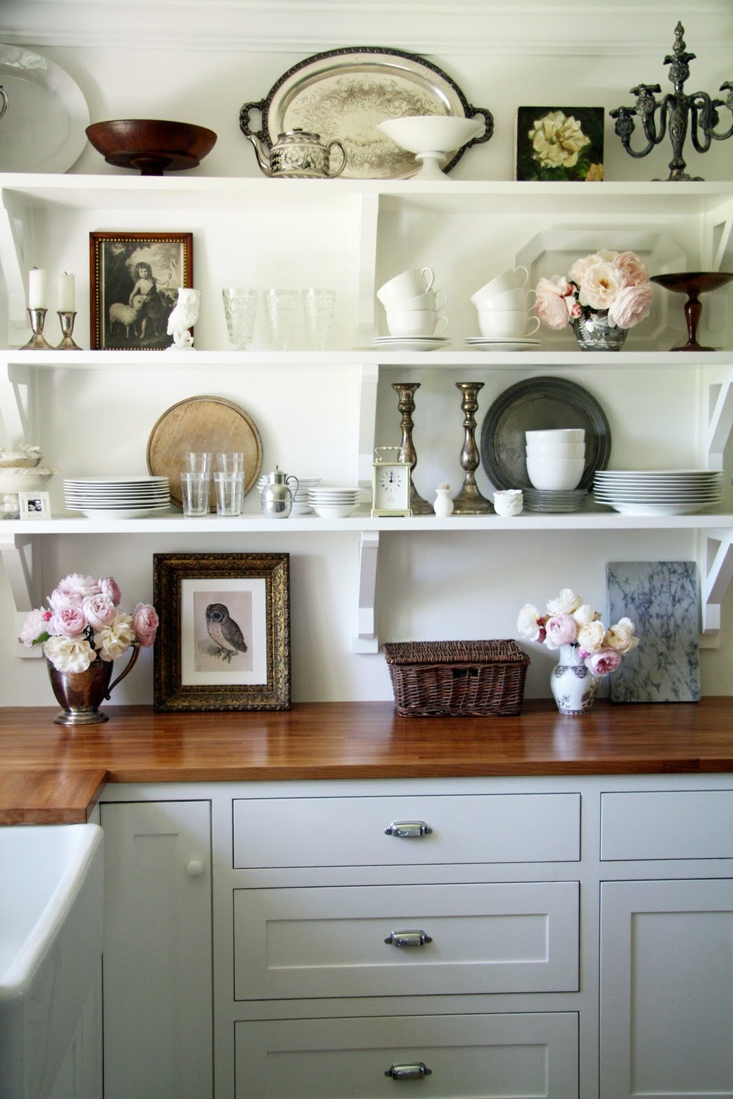 Decorating Small Kitchen Shelves