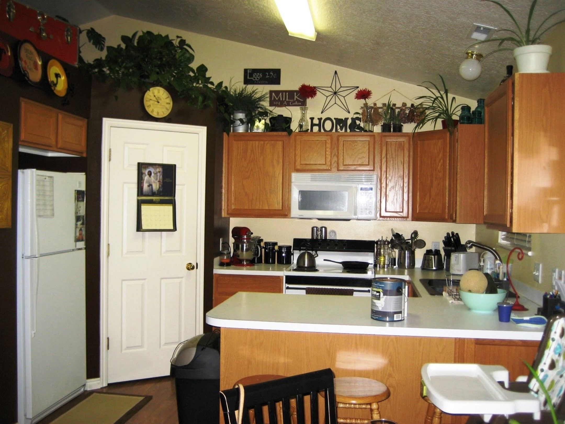 Pictures Of Decorating Ideas For Above Kitchen Cabinets
