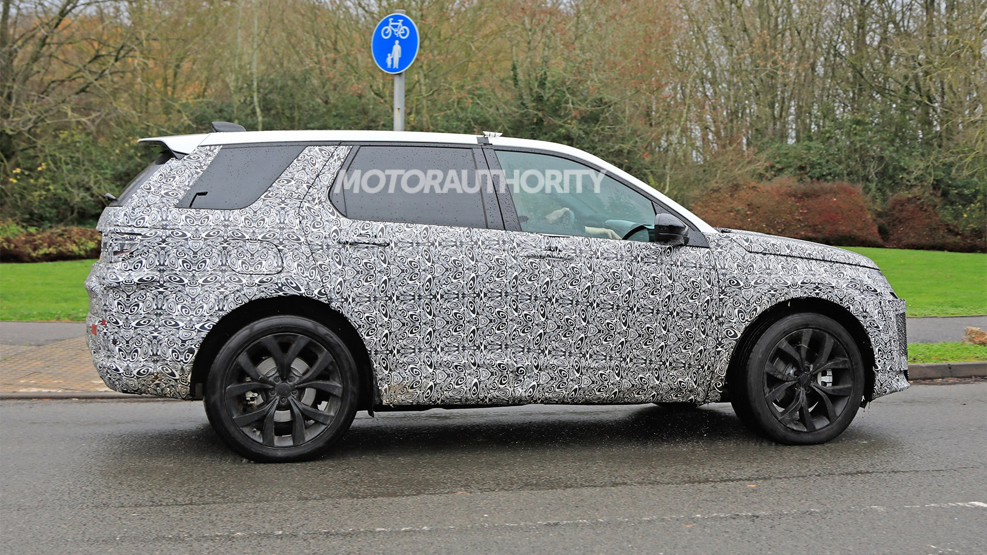 12 All New 2020 Land Rover Discovery Sport Images