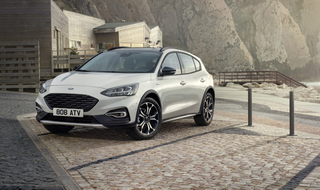 13 A 2020 Ford Focus Images