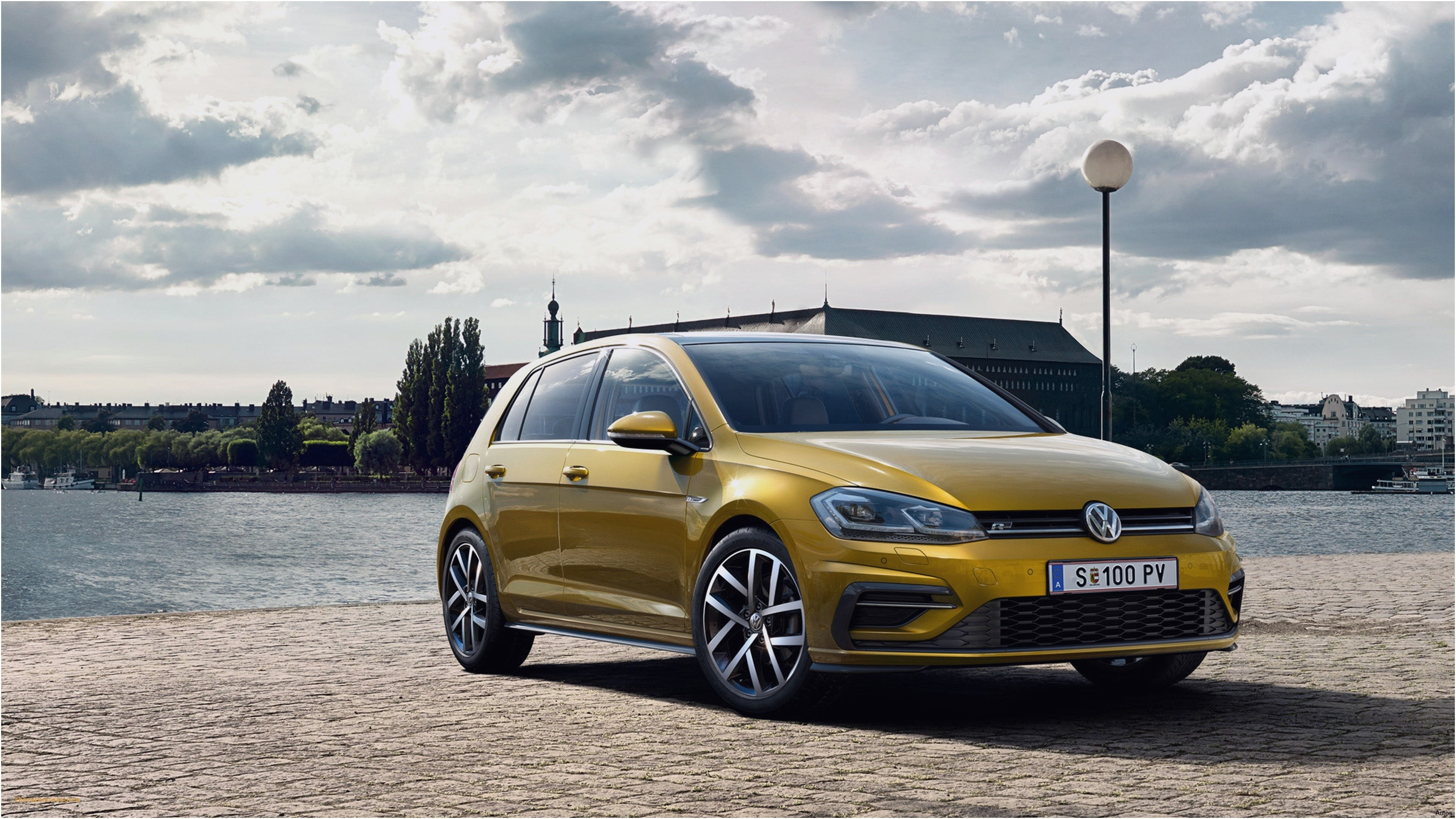 14 A 2020 Volkswagen Golf GTD Pictures