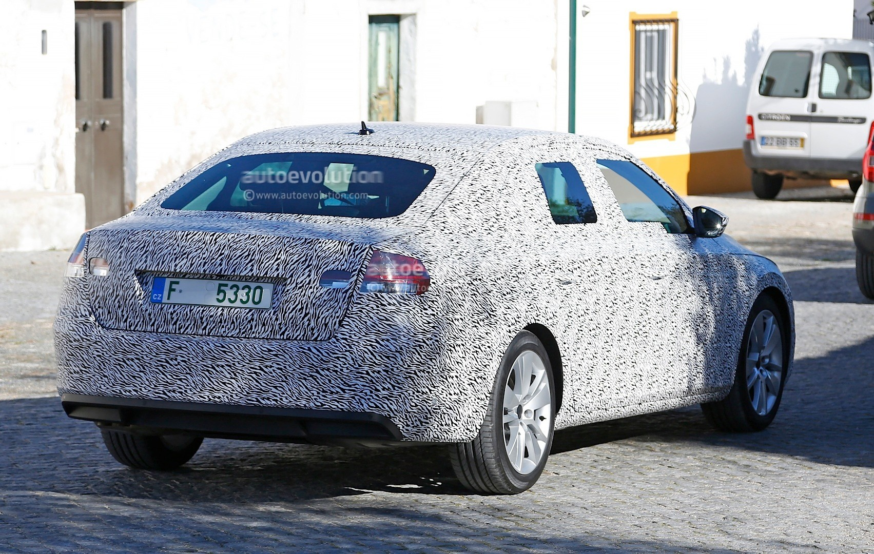 14 All New Spy Shots Skoda Superb Model