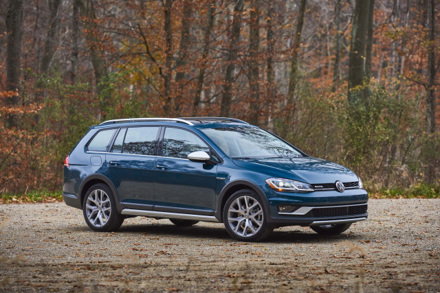 15 A 2019 Vw Golf Sportwagen Picture