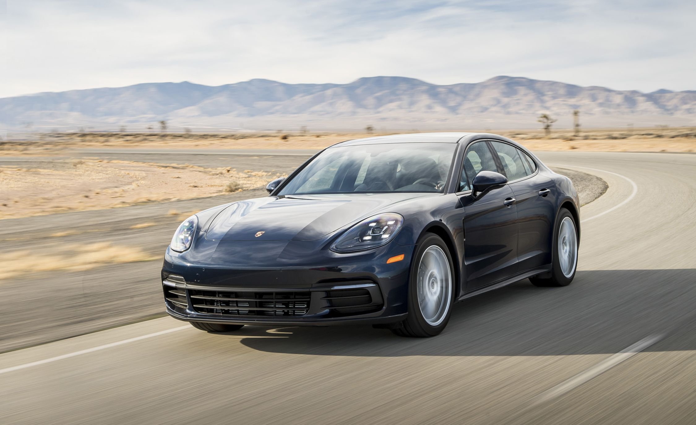 15 A 2020 The Porsche Panamera Wallpaper