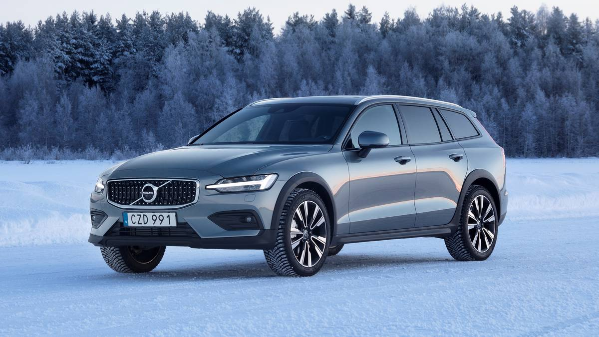 15 A 2020 Volvo V60 Cross Country First Drive