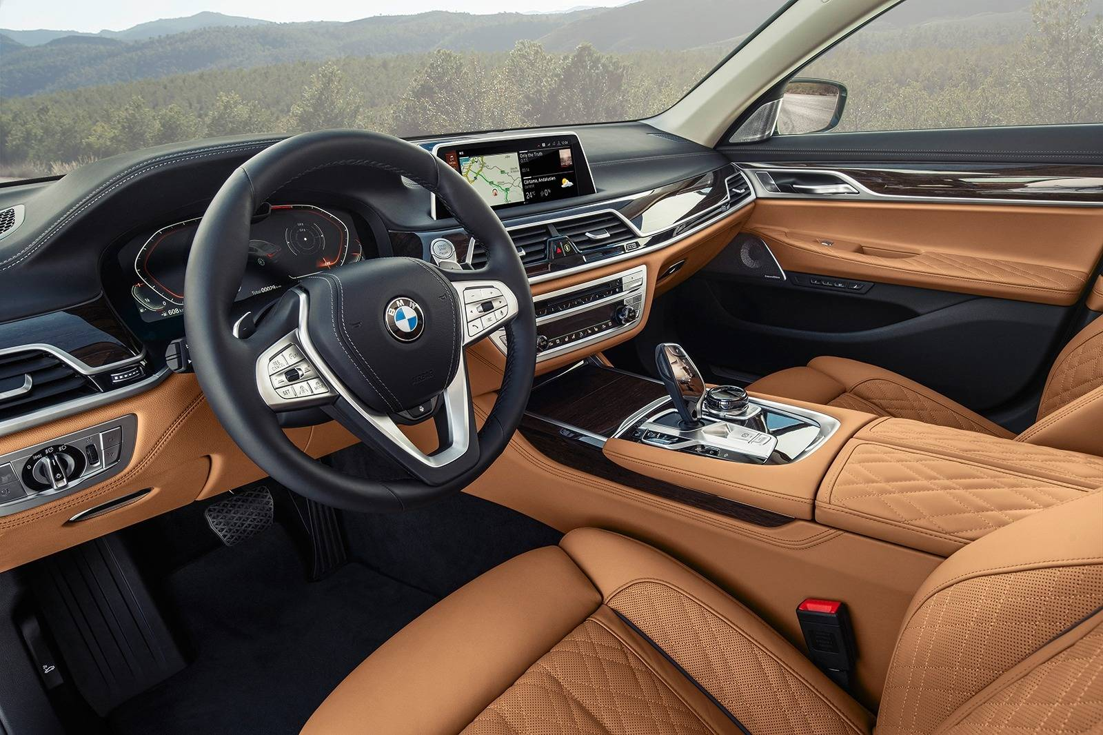 16 New 2020 BMW 750Li Interior