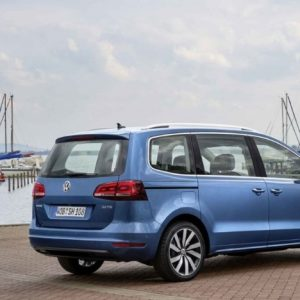 17 A 2020 Volkswagen Sharan Spy Shoot