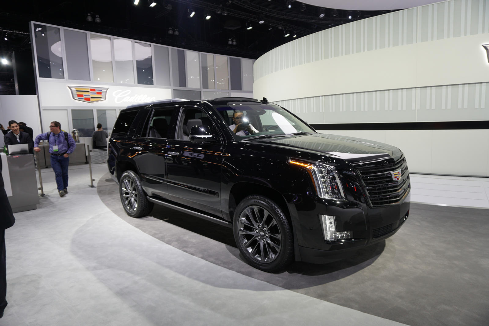 19 A 2019 Cadillac Escalade Vsport Pictures