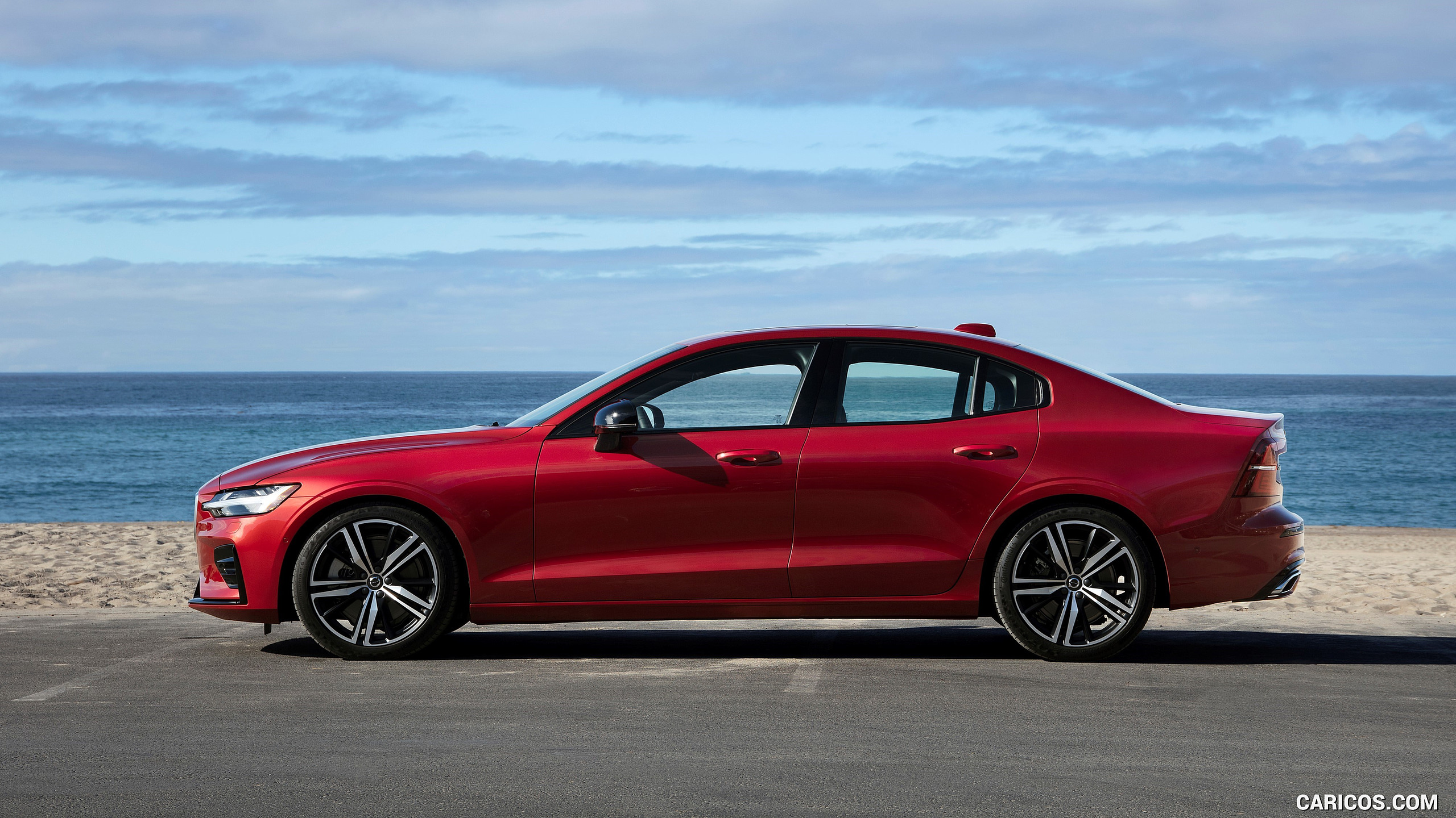 29 A 2019 Volvo S60 R Photos