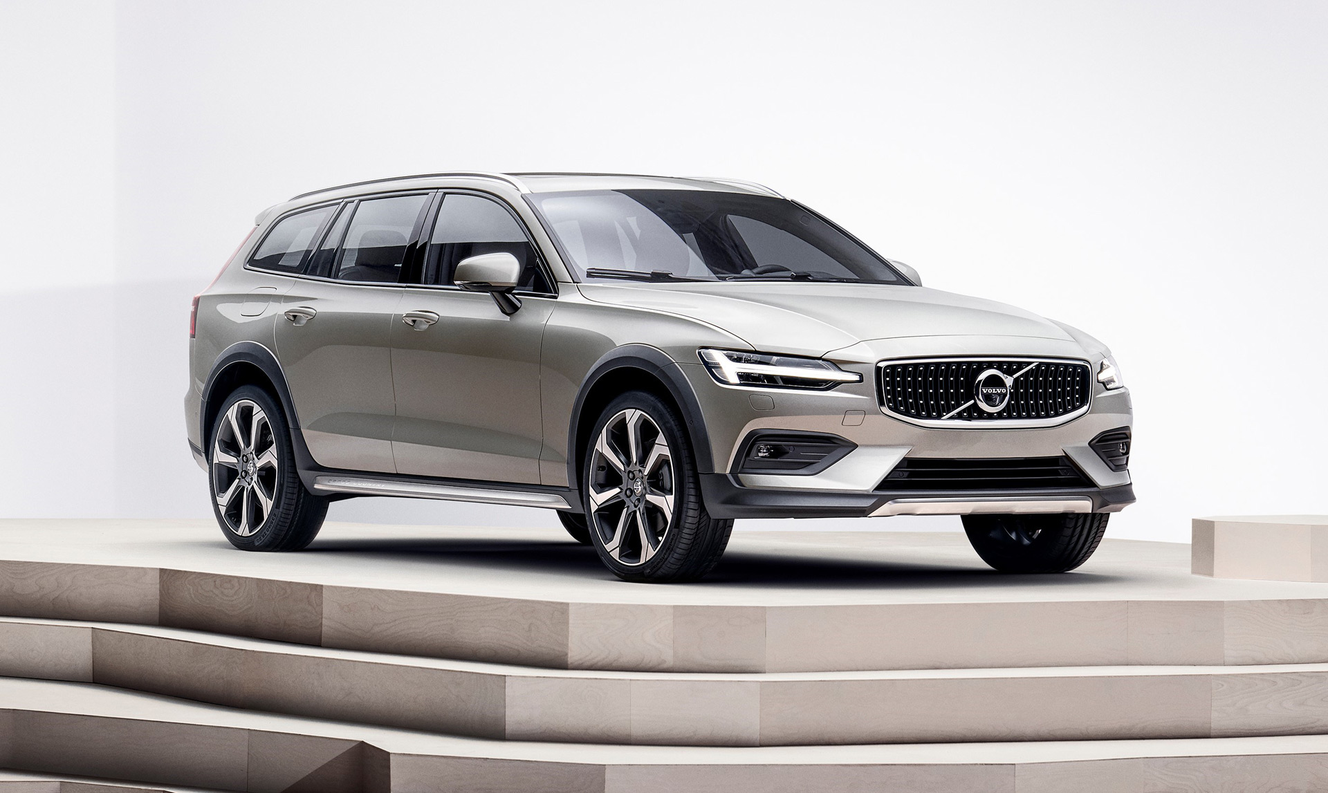 29 A 2019 Volvo V60 Cross Country First Drive