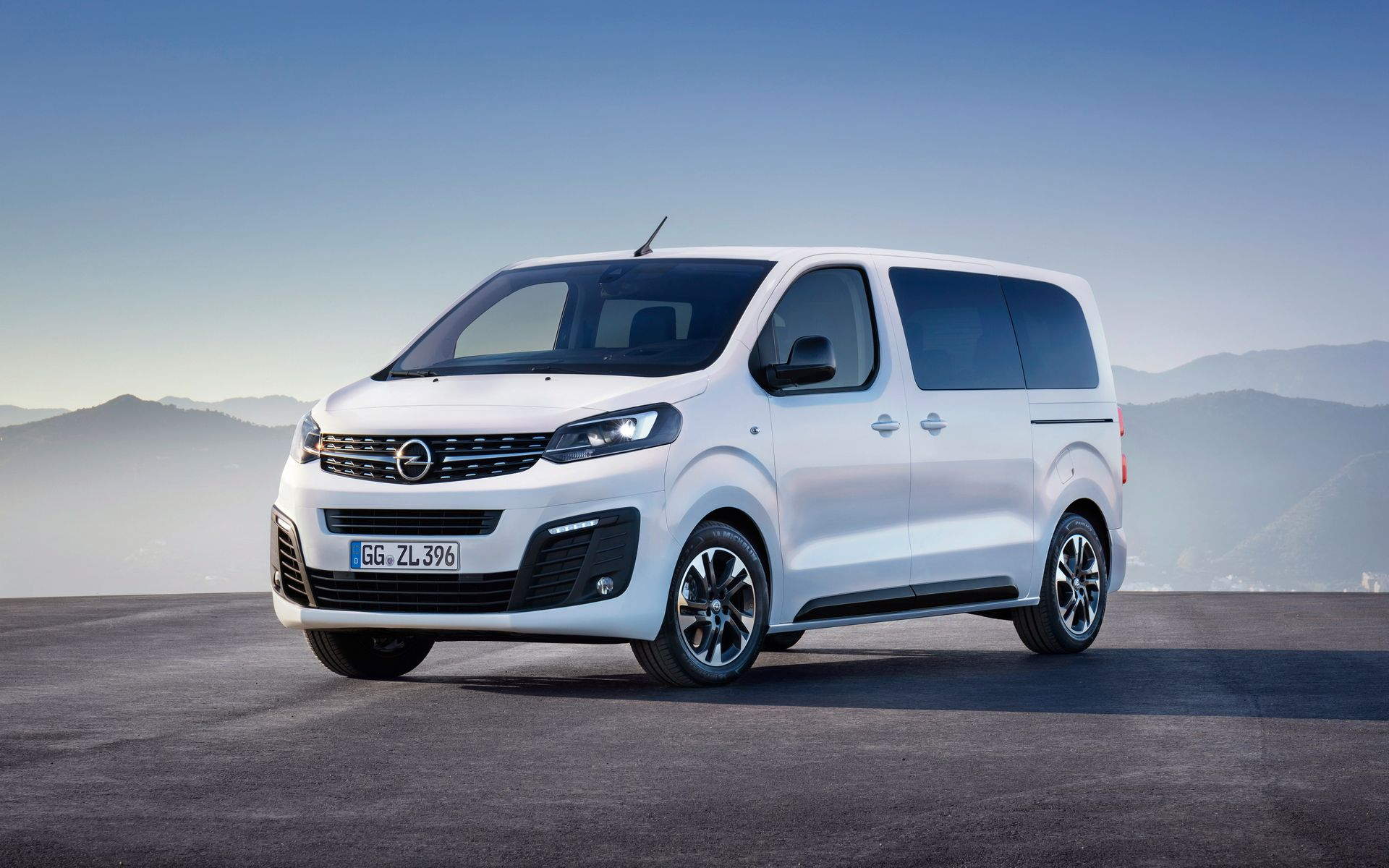 32 The 2019 Opel Vivaro Spy Shoot