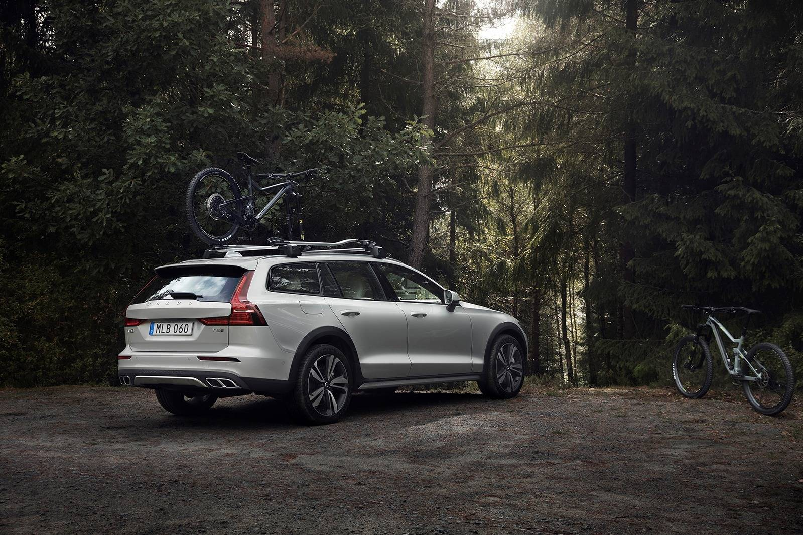 34 A 2019 Volvo V60 Cross Country New Review