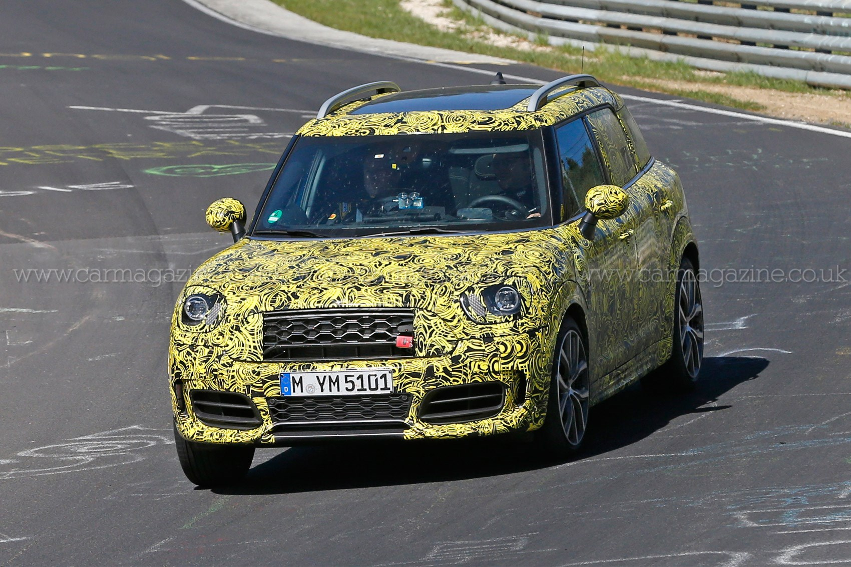 35 A Spy Shots Mini Countryman Images
