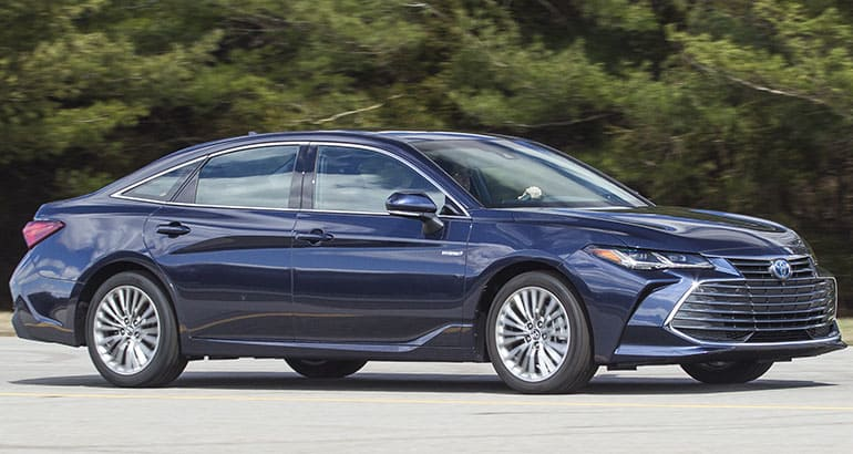 35 The 2019 Toyota Avalon Hybrid Exterior and Interior