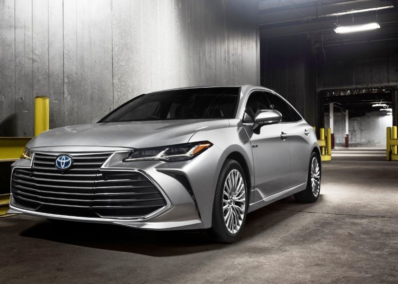 36 A 2020 Toyota Avalon Hybrid Overview