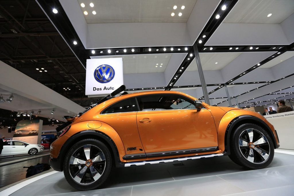 36 A 2020 Vw Beetle Dune Pictures