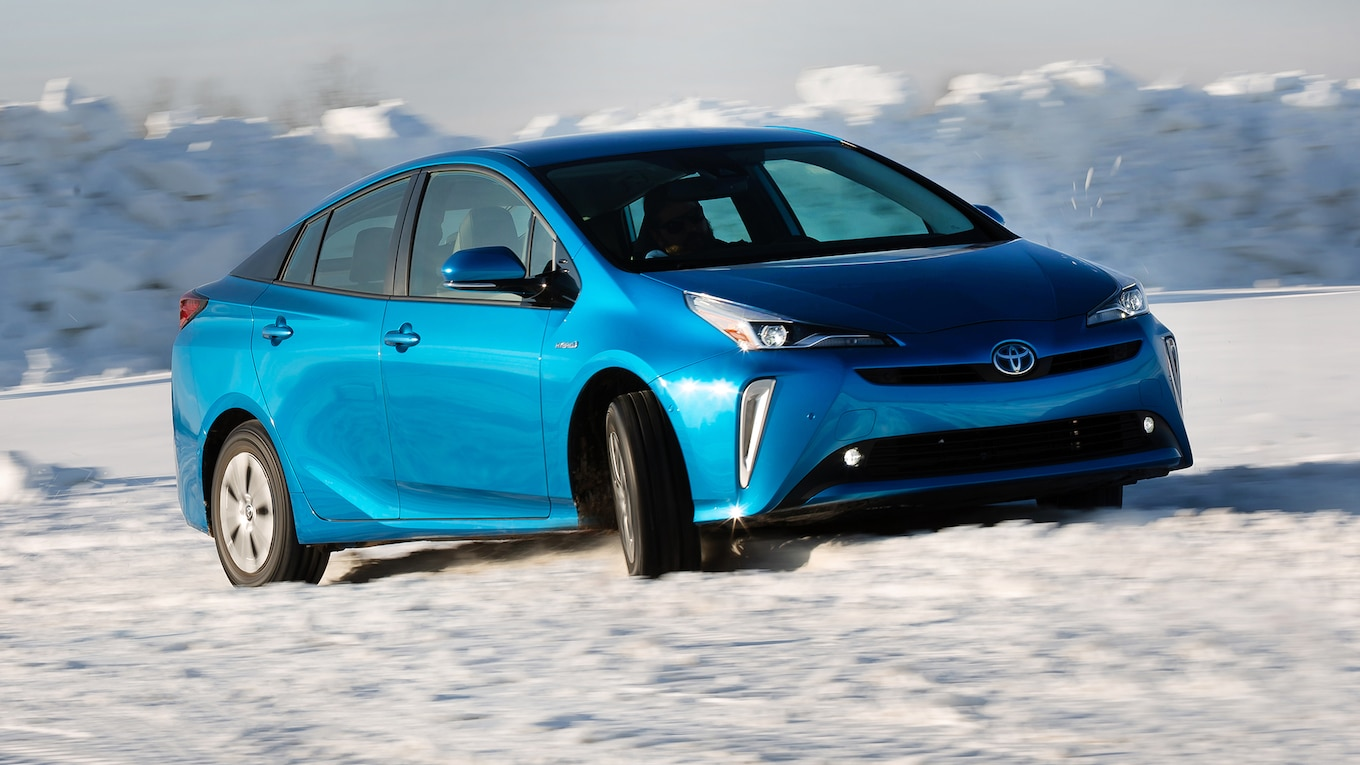 37 A 2019 Toyota Prius Pictures Ratings