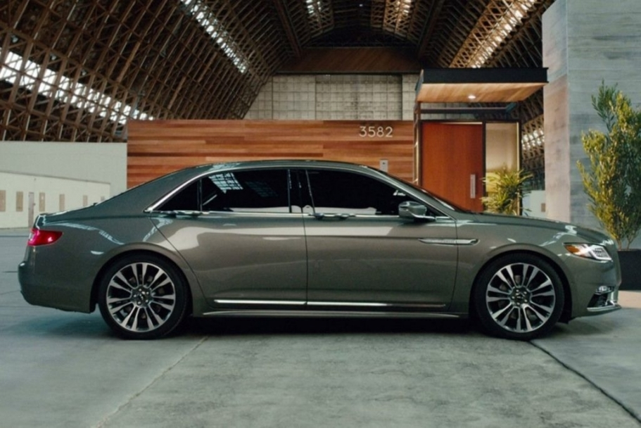 38 A 2020 Lincoln MKZ Spy Shoot