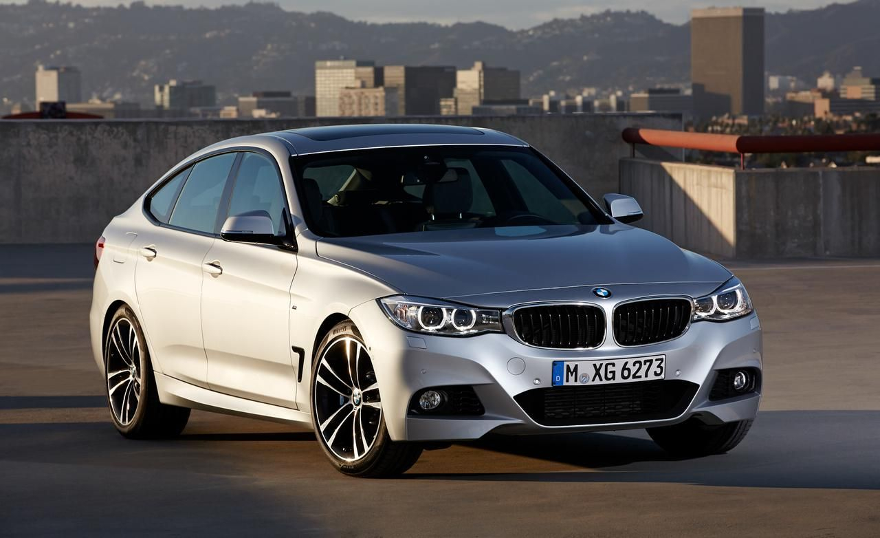 44 A 2020 BMW 335i Pictures