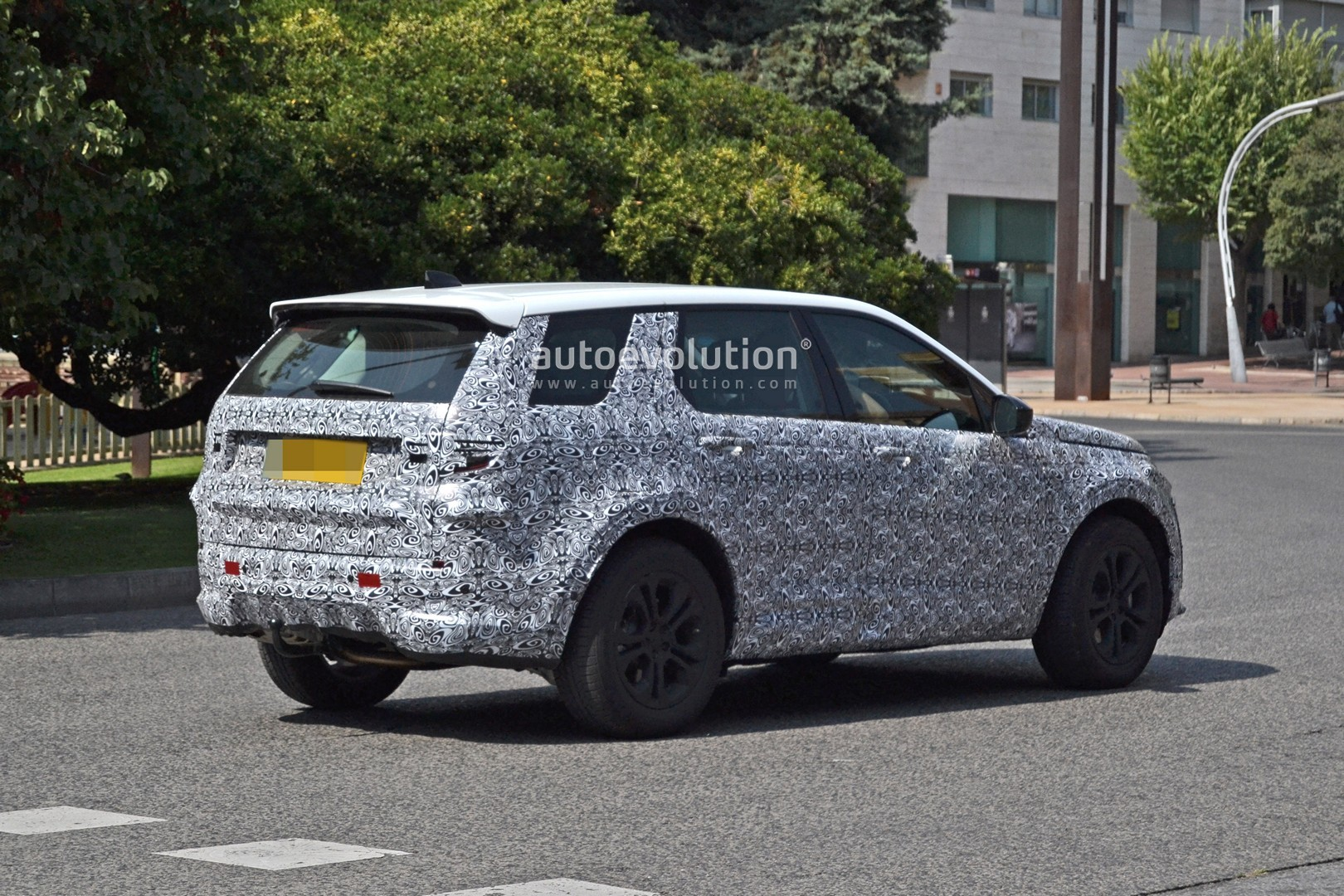 45 A 2020 Land Rover Discovery Images