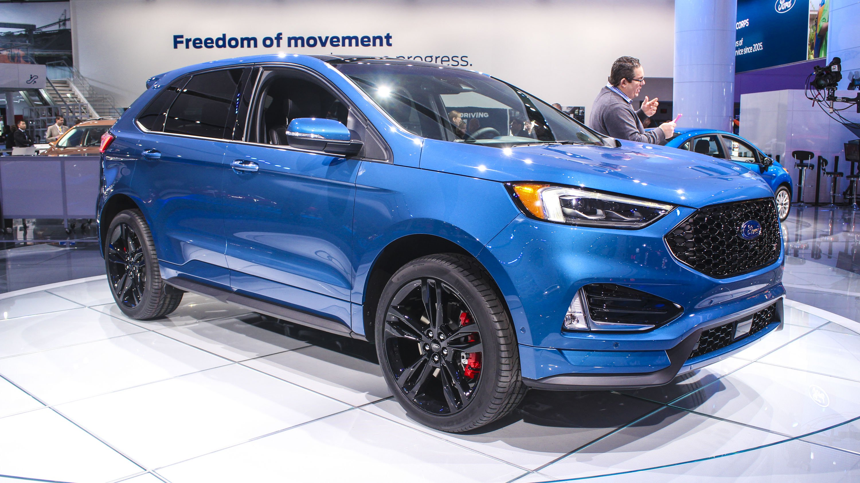 45 The 2019 Ford Edge Sport Research New