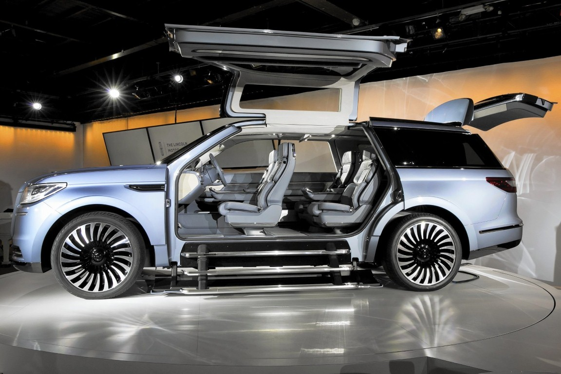 48 A 2020 Lincoln Navigator First Drive
