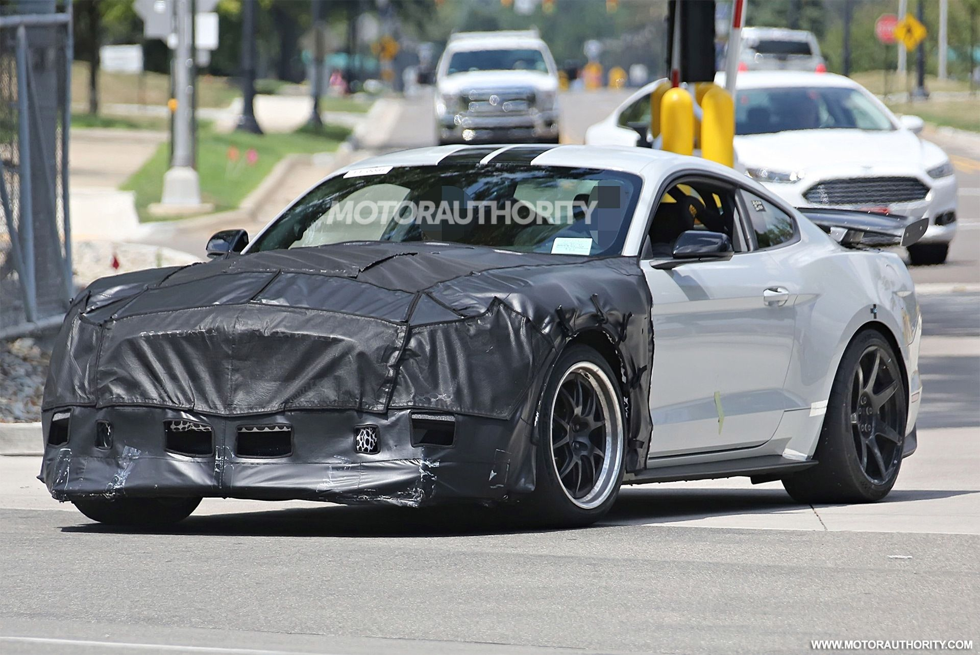 55 The Spy Shots Ford Mustang Svt Gt 500 Rumors
