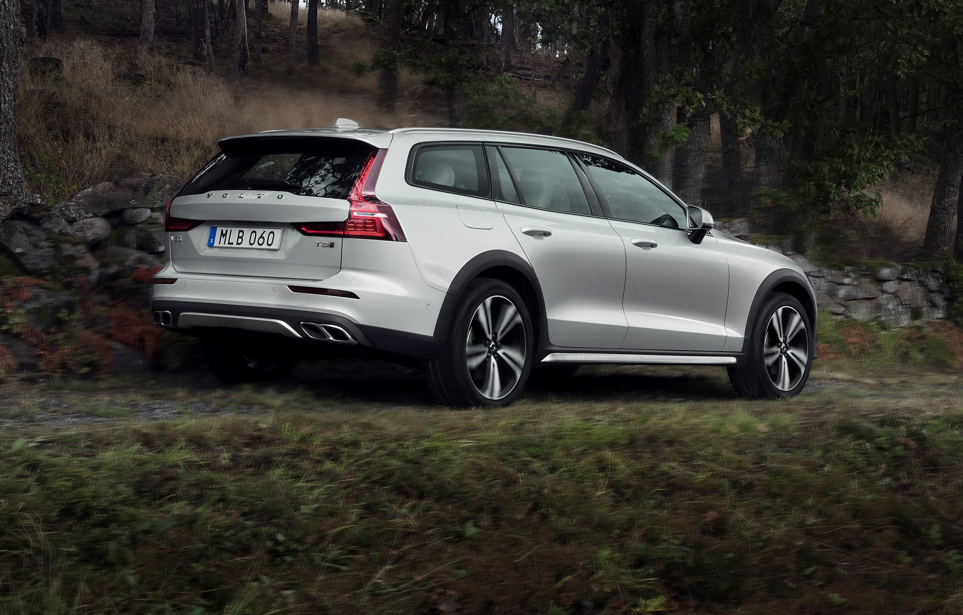 60 The 2019 Volvo V60 Cross Country Performance and New Engine