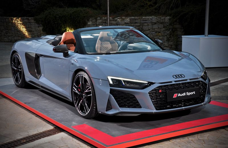 63 The 2020 Audi R8 Engine