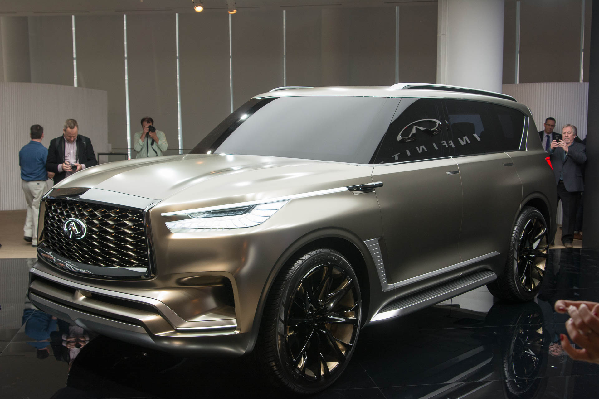 64 A 2020 Infiniti Qx80 Suv Wallpaper
