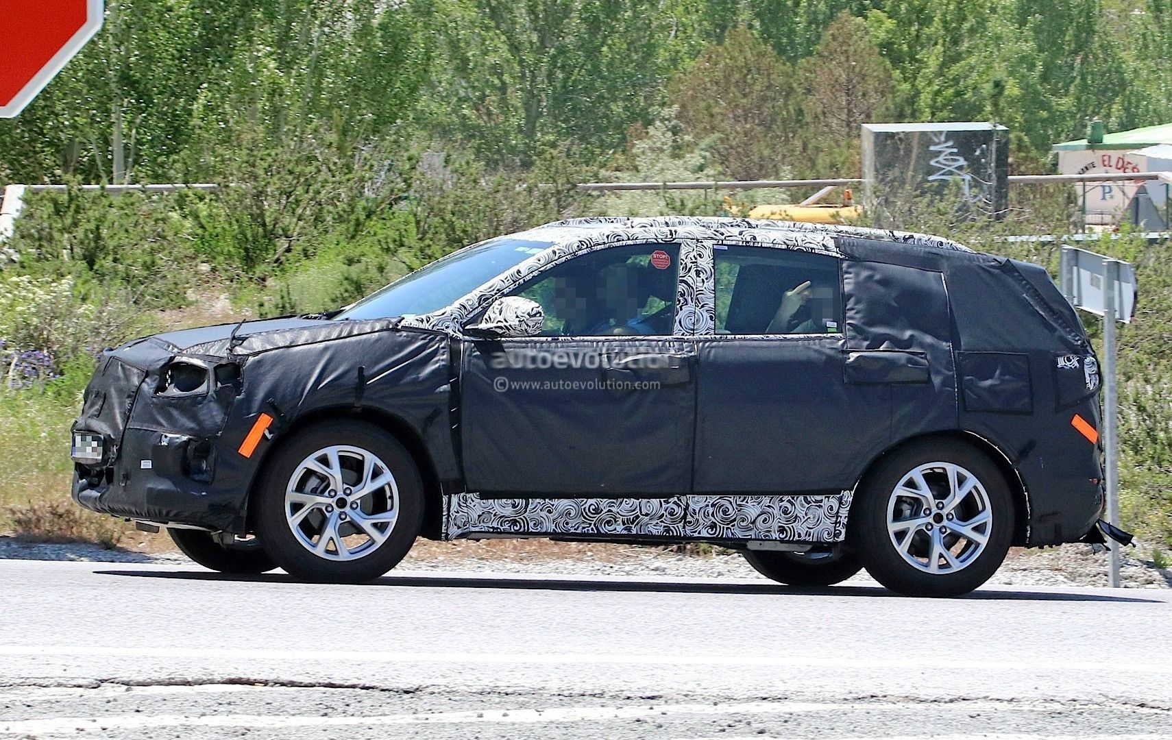 68 A 2020 Opel Antara Pictures