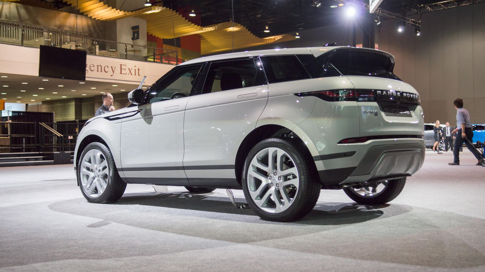 71 A 2020 Range Rover Evoque Ratings