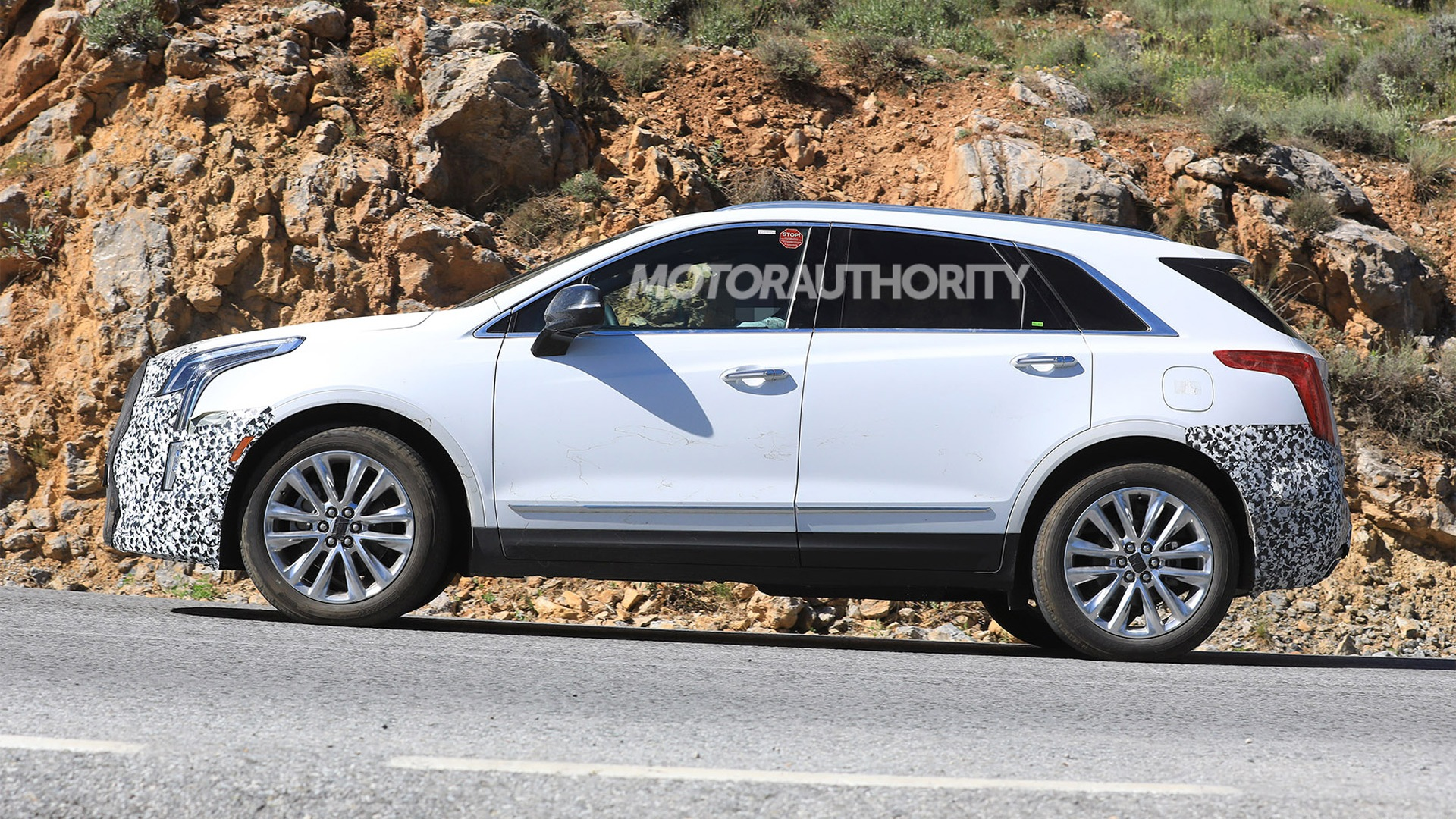 77 A 2020 Spy Shots Cadillac Xt5 Model
