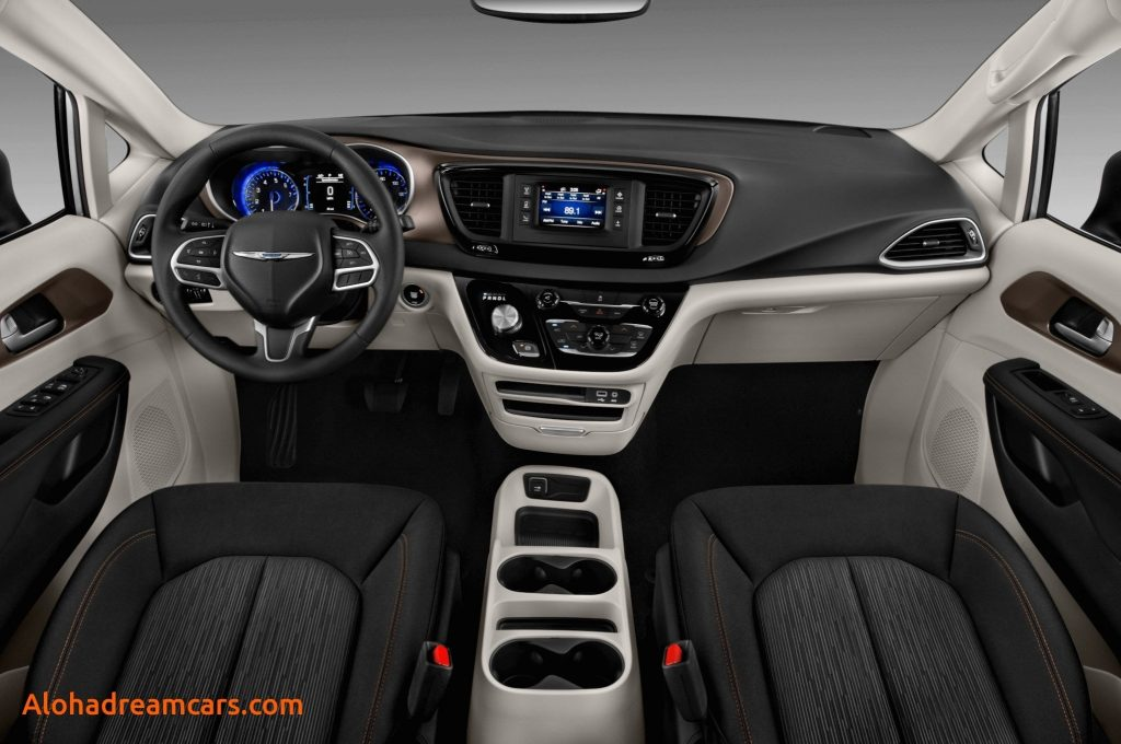 79 A 2019 Chrysler Town Country Awd Picture
