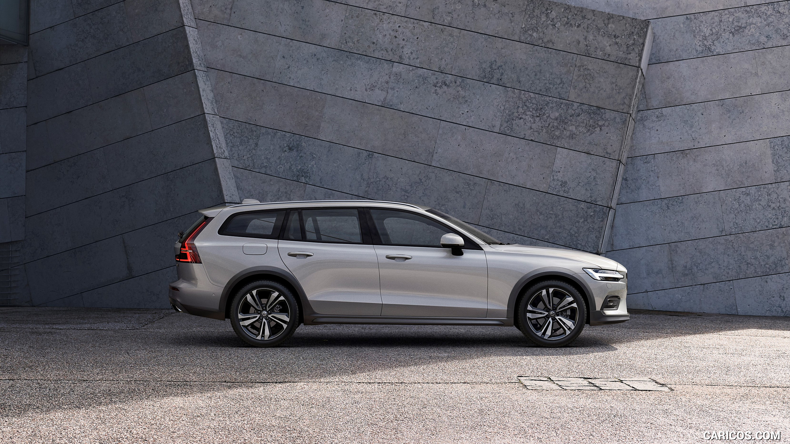88 A 2019 Volvo V60 Cross Country Pictures