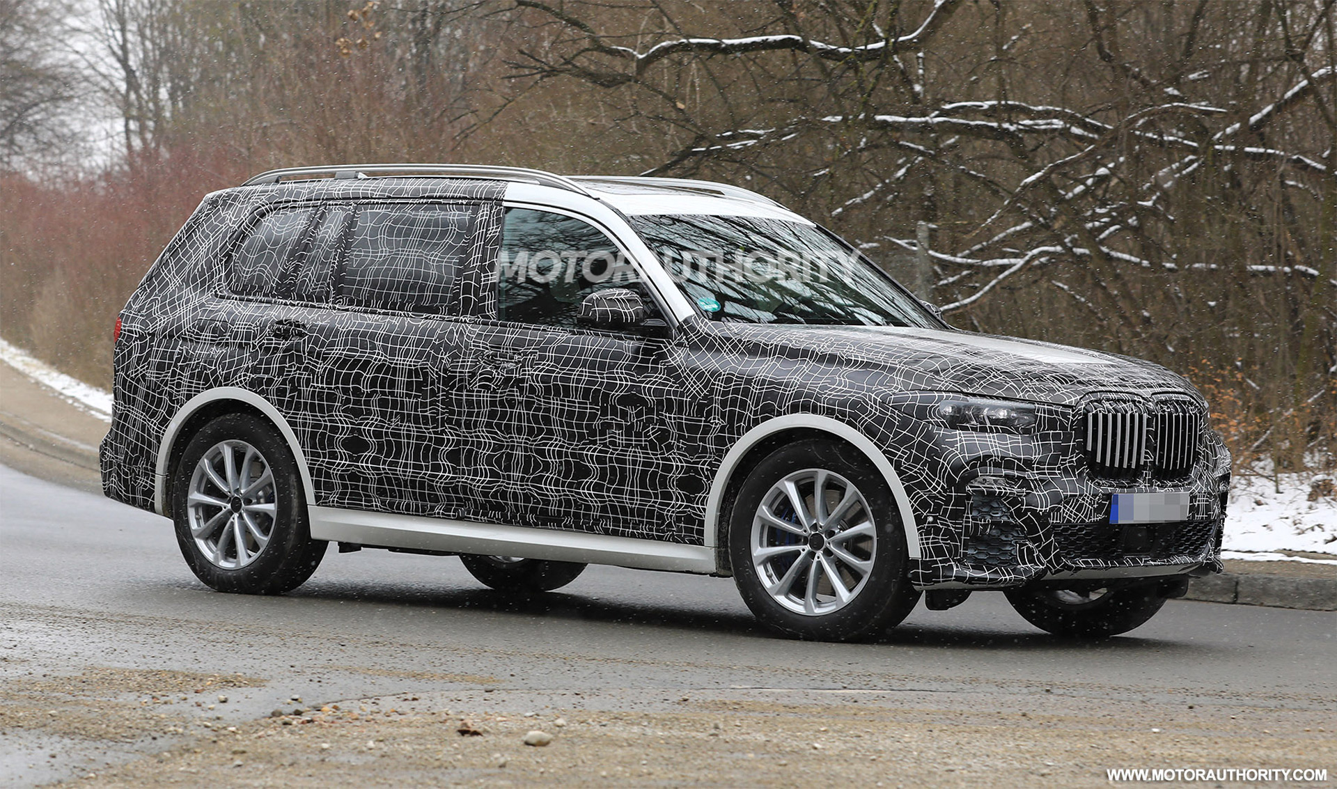 97 The 2020 BMW X7 Suv Series Spy Shoot