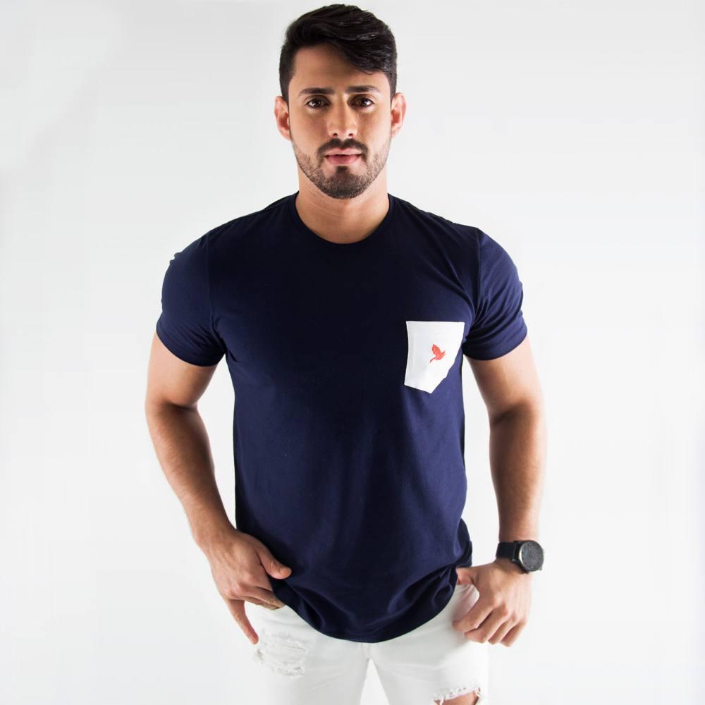 Camiseta Off Peak Azul com bolso Branco bordado