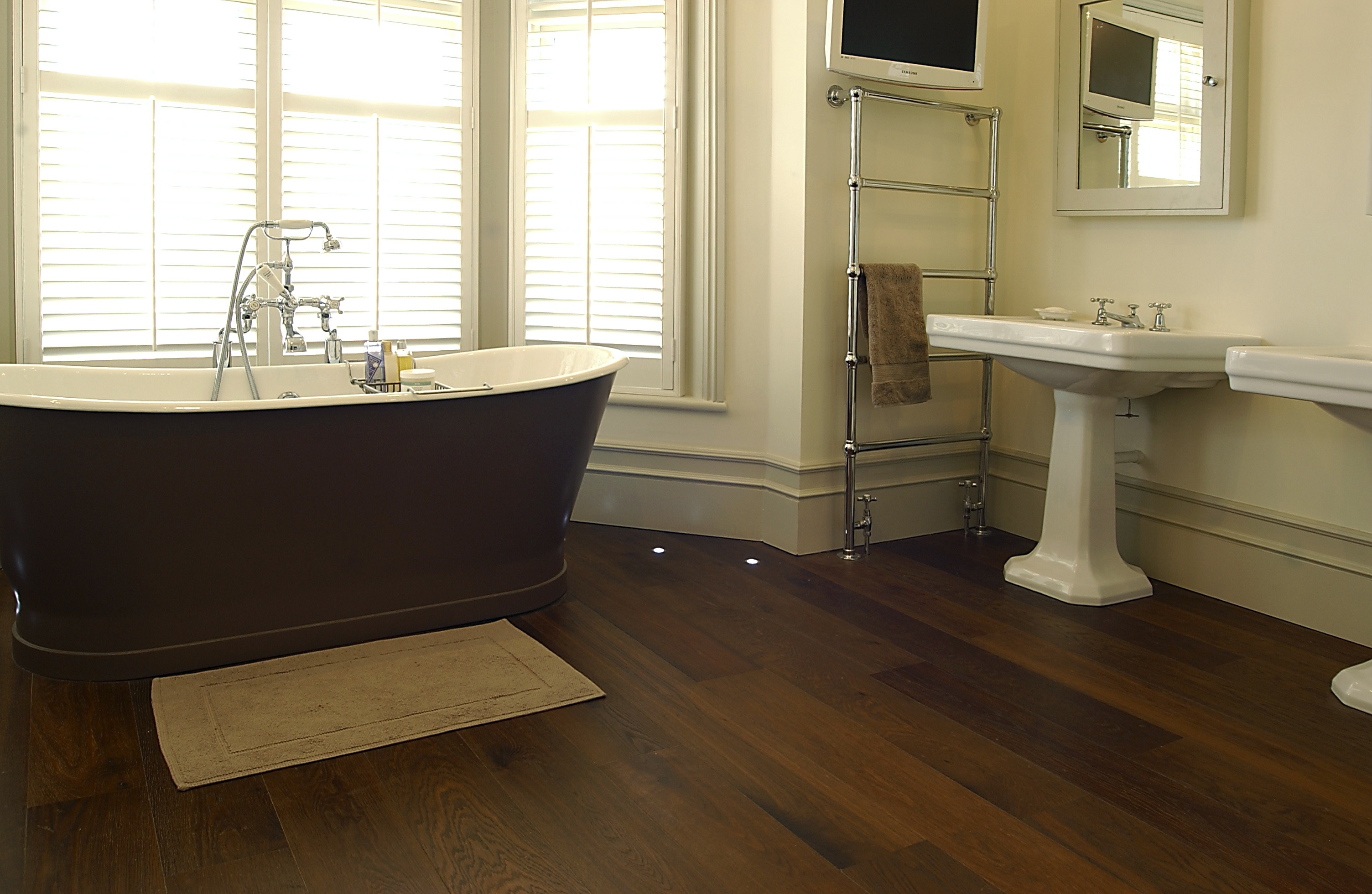 Best Laminate Wood Flooring For Bathrooms