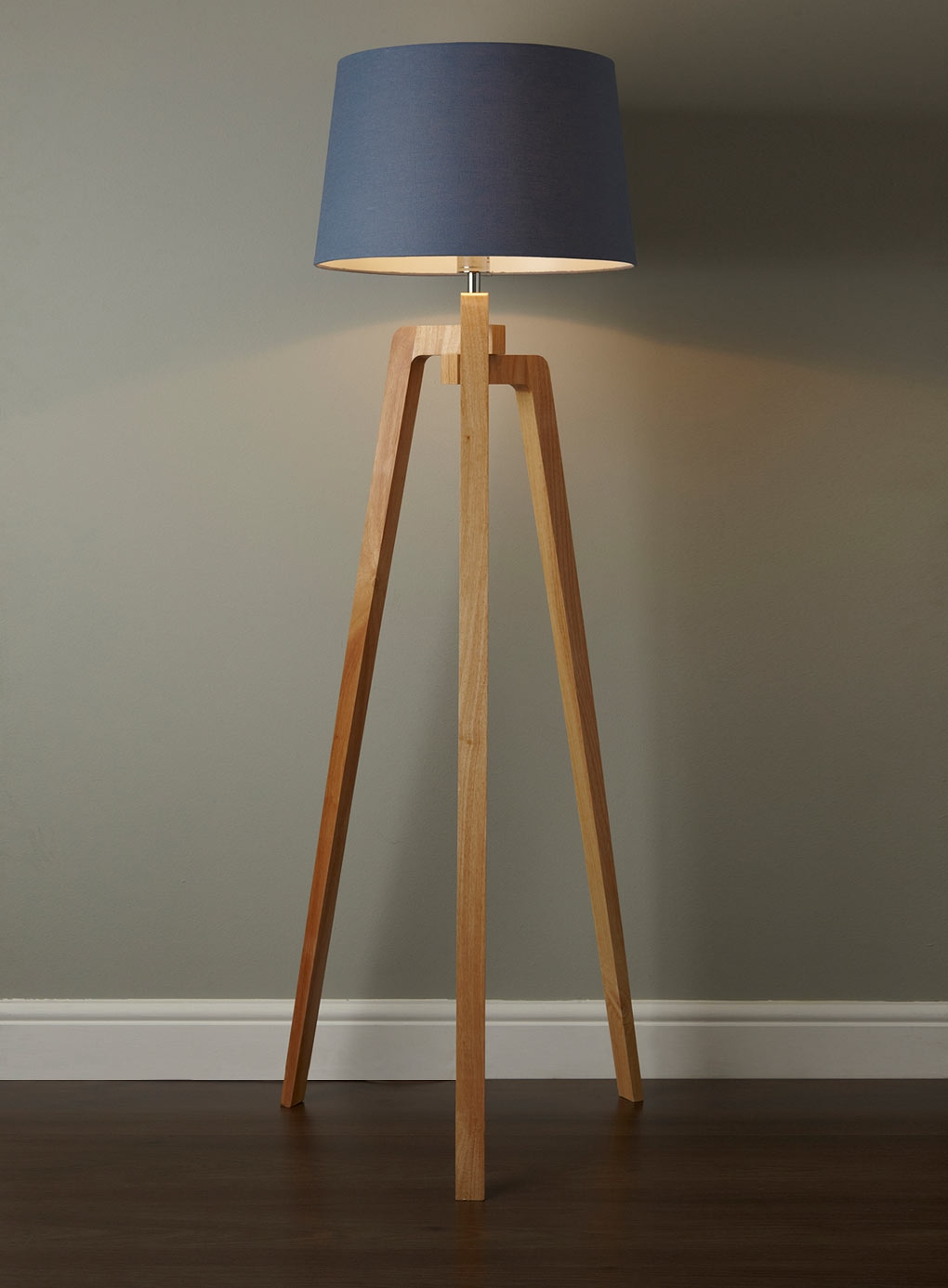 Solid Wood Base Floor Lamp1020 X 1386
