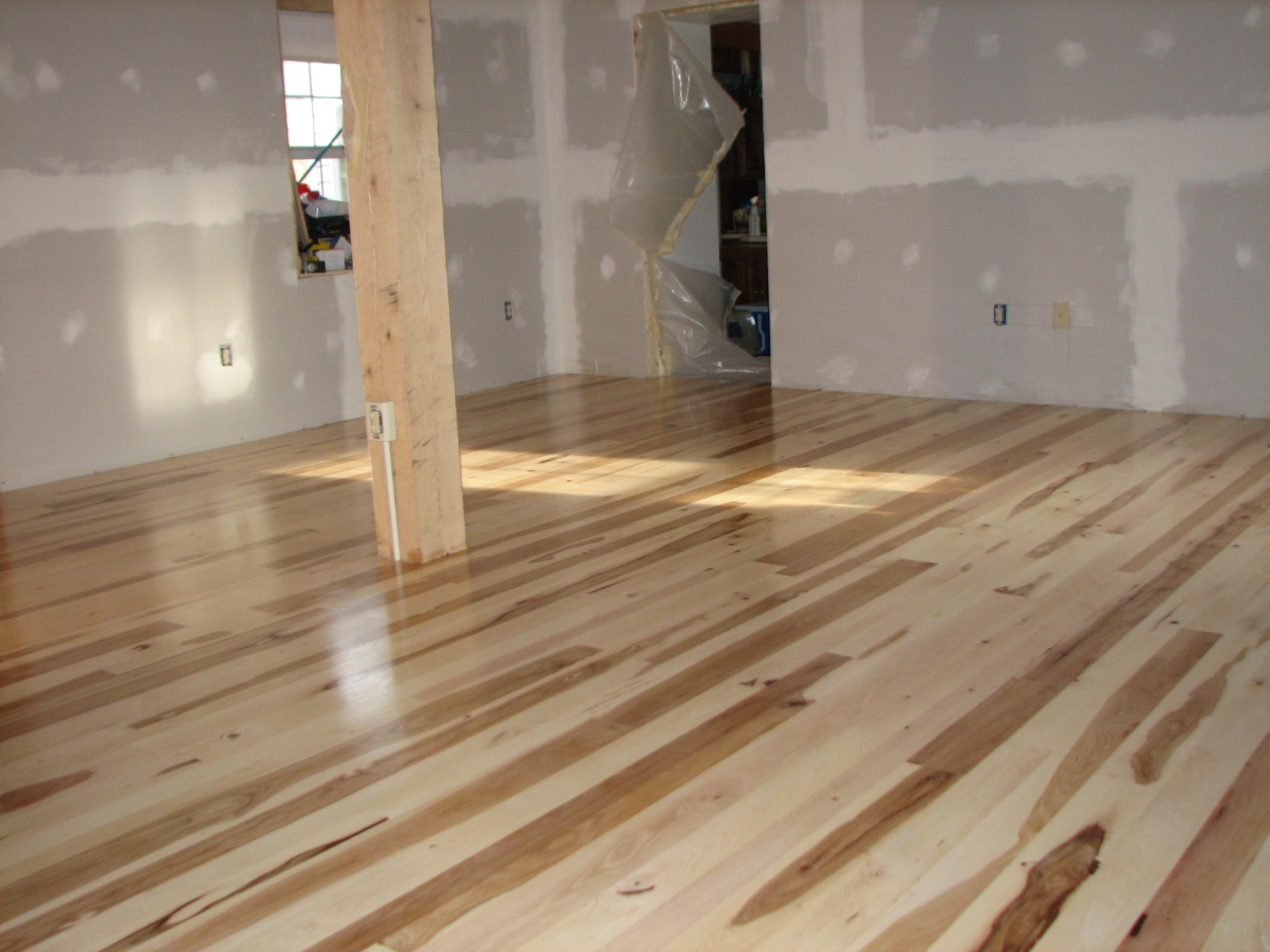 Wood Flooring Different Widths2048 X 1536