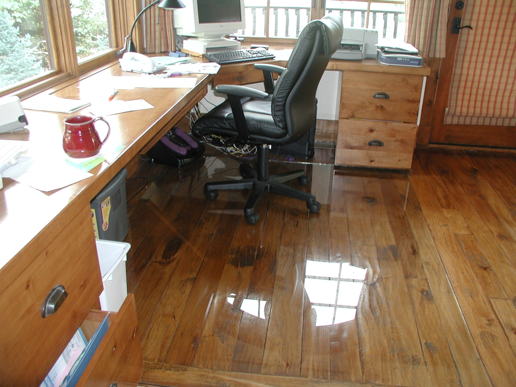 Rolling Office Chair On Wood Floors1024 X 768