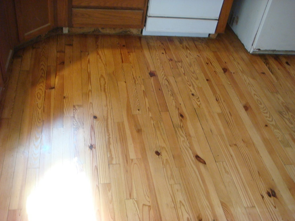 Knotty Pine Wood Flooring